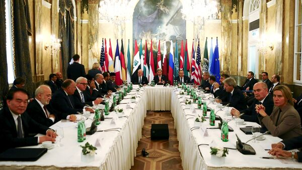 Russia's Foreign Minister Sergei Lavrov (centre R), U.S. Secretary of State John Kerry (C) and foreign ministers attend a meeting in Vienna, Austria - Sputnik International