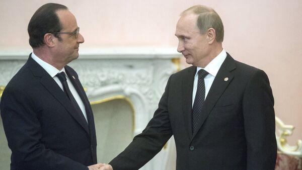 Russian President Vladimir Putin (right) and French president Francois Hollande - Sputnik International