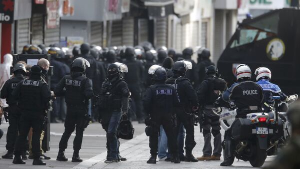 Members of French special police forces of the Research and Intervention Brigade (BRI) are seen near a raid zone in Saint-Denis, near Paris, France, November 18, 2015 - Sputnik International