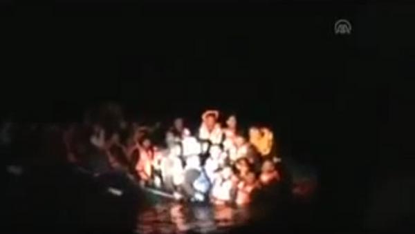Greek coast guard sinks refugee boat carrying 58 in Aegean Sea - Sputnik International