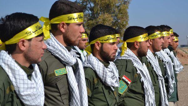 Fighters from the Iraqi Imam Ali Brigade, belonging to the Badr Organisation headed by former Iraqi Transport Minister Hadi al-Amiri, take part in a graduation ceremony in Taza Khurmatu, 20 kms south of Kirkuk, on February 26, 2015. - Sputnik International