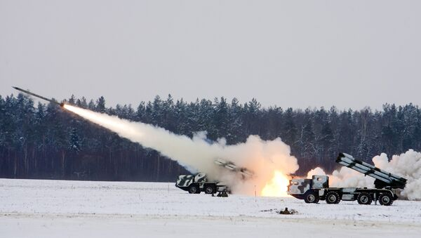 Pilot combat exercises involving live firing of Smerch multiple launch rocket systems - Sputnik International