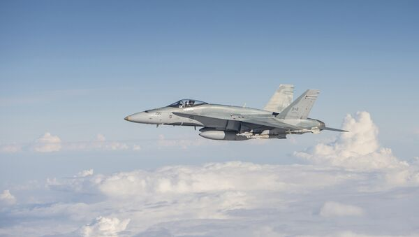 A Royal Canadian Air Force CF-188 Hornet flies over Iraq on November 7, 2015, during Operation IMPACT. - Sputnik International