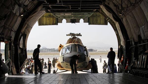 Afghan soldiers prepare to unload a helicopter from a cargo aircraft at Kabul military airport in Kabul, Afghanistan, Tuesday, Sept. 17, 2013 - Sputnik International