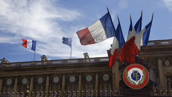 Picture shows French flags and the European flag hauled up, 13 July 2007 on the Foreign affairs minister building in Paris - Sputnik International