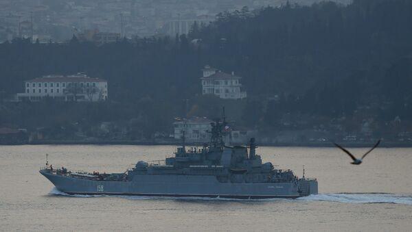The Russian Navy's large landing ship Caesar Kunikov sets sail in the Bosphorus towards the Black Sea, in Istanbul, Turkey, November 25, 2015 - Sputnik International