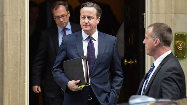 British Prime Minister David Cameron (C) leaves 10 Downing Street in central London on November 26, 2015, bound for the Houses of Parliament where he made a statement to back joining international action against Islamic State jihadists following the November 13 attacks in Paris, which killed 130 people. - Sputnik International