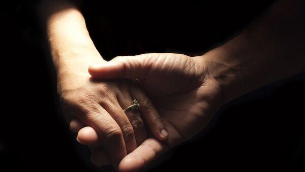 Holding hands - Sputnik International