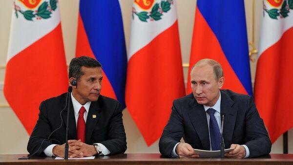 Russian President Vladimir Putin, right, and President of Peru Ollanta Humala - Sputnik International