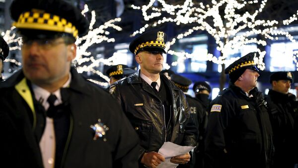 Police officers watch protesters during a demonstration in reaction to the fatal shooting of Laquan McDonald in Chicago, Illinois, November 27, 2015 - Sputnik International