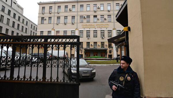 A police officer at the Prosecutor-General's Office in Bolshaya Dmitrovka Street, Moscow - Sputnik International