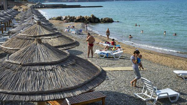 Holidaymakers on the beach - Sputnik International
