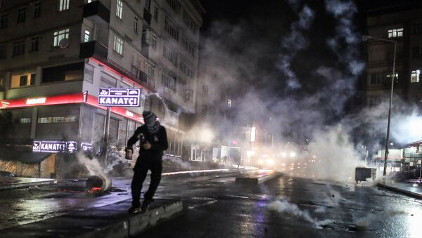 Police use teargas to disperse masked militants protesting the killing of Tahir Elci, a prominent lawyer and human rights defender, who faced a prison term on charges of supporting Kurdish rebels, in Istanbul, Turkey, late Saturday, Nov. 28, 2015 - Sputnik International