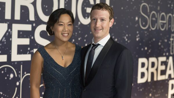 Priscilla Chan and Mark Zuckerberg arrive at the 2nd Annual Breakthrough Prize Award Ceremony at the NASA Ames Research Center in Mountain View, Calif. - Sputnik International