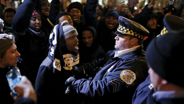 Demonstrators confront police officers during a protest in reaction to the fatal shooting of Laquan McDonald in Chicago, Illinois, November 27, 2015 - Sputnik International