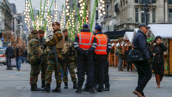 Belgian soldiers and police officers stand guard at Winter Wonders, a Christmas market in central Brussels, Belgium, November 27, 2015, following tight security measures linked to the fatal attacks in Paris - Sputnik International
