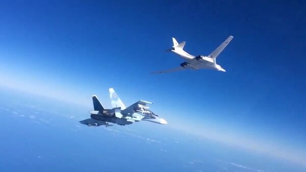 Russian Aerospace Defense Forces' Su-30SM fighter escorts a Tu-160 bomber which fired cruise missiles at ISIS targets in Syria - Sputnik International