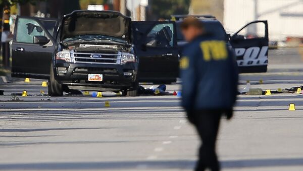 FBI and police continue their investigation around the area of the SUV vehicle where two suspects were shot by police following a mass shooting in San Bernardino, California December 3, 2015 - Sputnik International