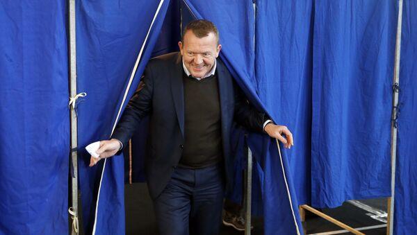 Danish Prime Minister Lars Loekke Rasmussen leaves the voting booth, Thursday Dec. 3. 2015 at a nschool in Copenhagen, Denmark Thursday Dec. 3. 2015. - Sputnik International