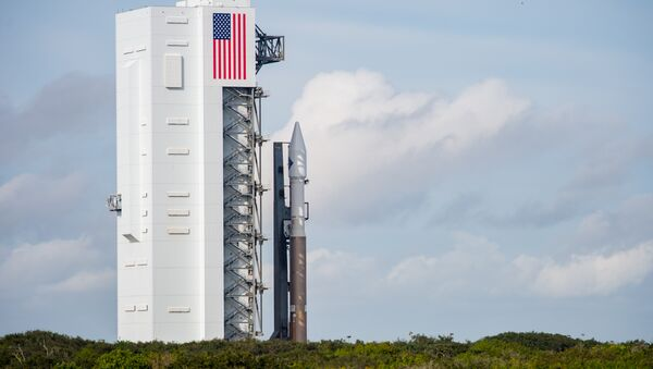 The United Launch Alliance Atlas V rocket with Orbital ATK's Cygnus spacecraft onboard is seen shortly after Launch Complex 41 Vertical Integration Facility on December 2, 2015 - Sputnik International