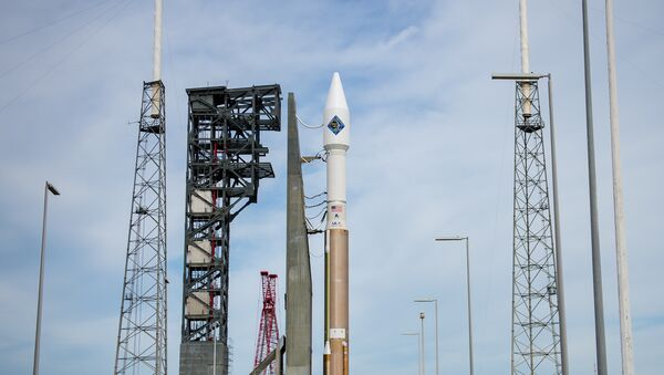The United Launch Alliance Atlas V rocket with Orbital ATK's Cygnus spacecraft onboard is seen shortly after arriving at Space Launch Complex 41 on December 2, 2015 - Sputnik International