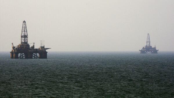 Oil rigs in the Caspian Sea - Sputnik International