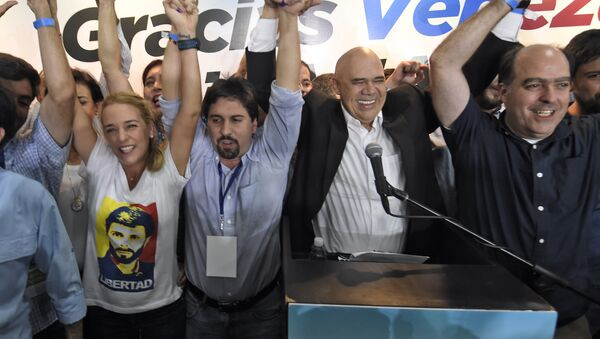 (L to R) The wife of jailed Venezuelan opposition leader Leopoldo Lopez, Lilian Tintori (C) Freddy Guevara, of the Voluntad Popular party, Jesus Torrealba, head of the Democratic Unity Movement (MUD) party and deputy Julio Borges celebrate after knowing the first results of the legislative election, at the MUD headquarters in Caracas, on the early morning December 7, 2015. - Sputnik International