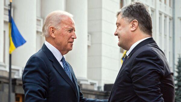 Vice President of the United States Joe Biden, left, and Ukrainian President Petro Poroshenko meet in Kiev - Sputnik International