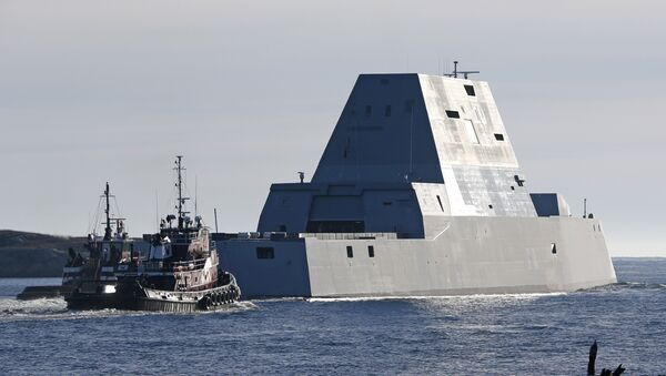 The first Zumwalt-class destroyer, the USS Zumwalt, the largest ever built for the US Navy, leaves the Kennebec River on Monday, December 7, 2015, in Phippsburg, Maine. - Sputnik International