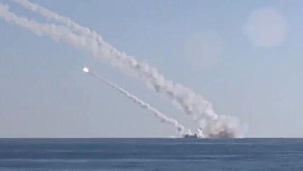 Rostov-on-Don submarine launches 3M-54 Kalibr (Klub) anti-ship missiles - Sputnik International