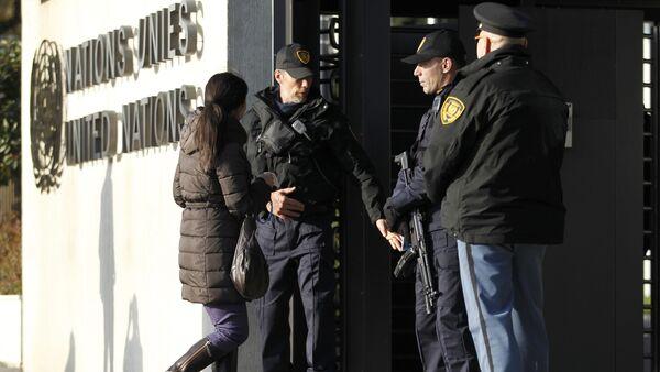 United Nations security officers stand guard outside the U.N. European headquarters in Geneva, Switzerland, December 10, 2015 - Sputnik International