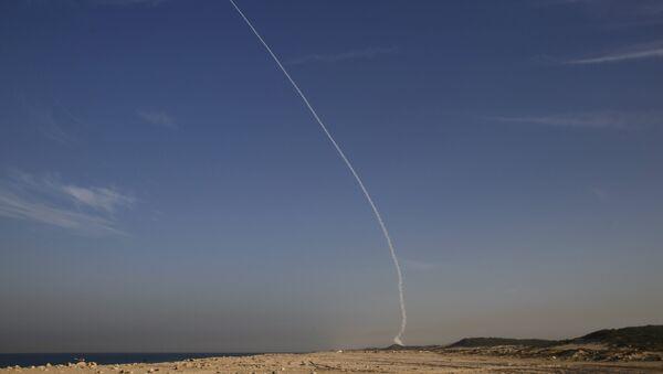 An Arrow 3 ballistic missile interceptor is seen during its test launch near Ashdod December 10, 2015. - Sputnik International