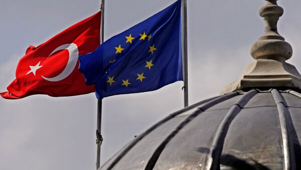 Flags of Turkey, left, and the European Union fly over the dome of a mosque in Istanbul, Turkey - Sputnik International