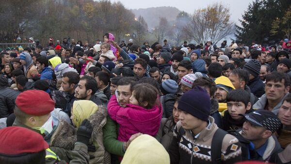 Migrants cue to enter Austria in Sentilj, Slovenia, Thursday, Oct. 29, 2015. - Sputnik International