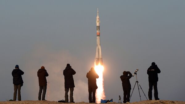 The launch of a Soyuz-FG rocket with the Soyuz TMA-19M manned spacecraft from the Baikonur Space Center - Sputnik International