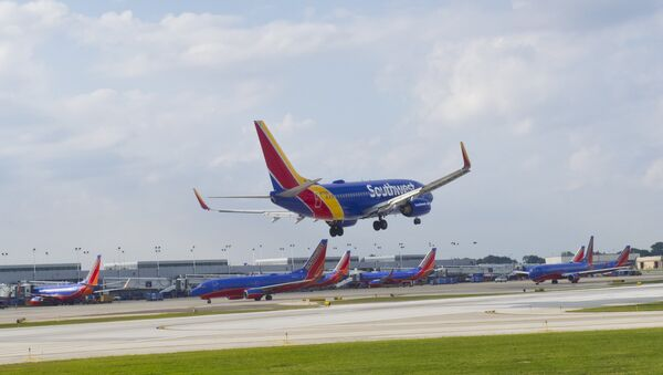 A Southwest airlines plane lands at Chicago's Midway Airport in Chicago on Sepetmber 24, 2015. - Sputnik International
