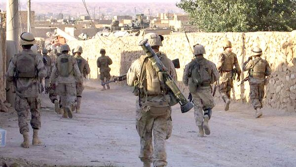 A picture released by the US Marines shows Marines from 3rd Battalion, 2nd Marine Regiment (3/2) and Iraqi Special Forces patrolling a street in the city of Karabilah, near Iraq's northwestern border with Syria (file) - Sputnik International