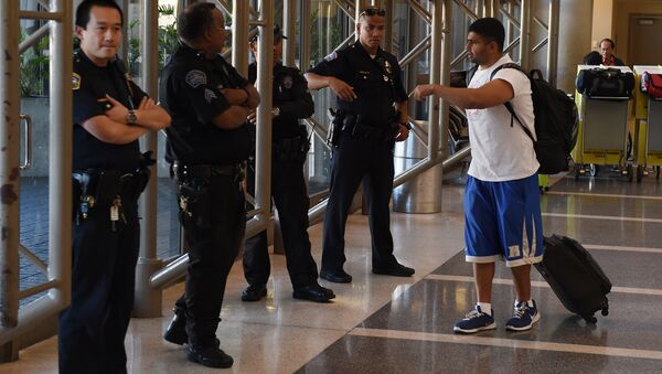 Police keep watch over passengers at Los Angeles International Airport after the US State Department issued a worldwide travel alert warning US citizens of the heightened risks of traveling due to increased terrorist threats November 23, 2015 in Los Angeles, California - Sputnik International