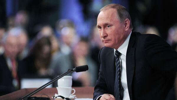 Президент России Владимир Путин на одиннадцатой большой ежегодной пресс-конференции в Центре международной торговли на Красной Пресне. - Sputnik International