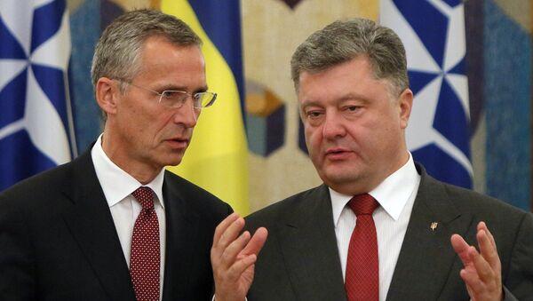 NATO Secretary General Jens Stoltenberg, left, and Ukrainian President Petro Poroshenko talk before the meeting with he media in Kiev, Ukraine (file) - Sputnik International