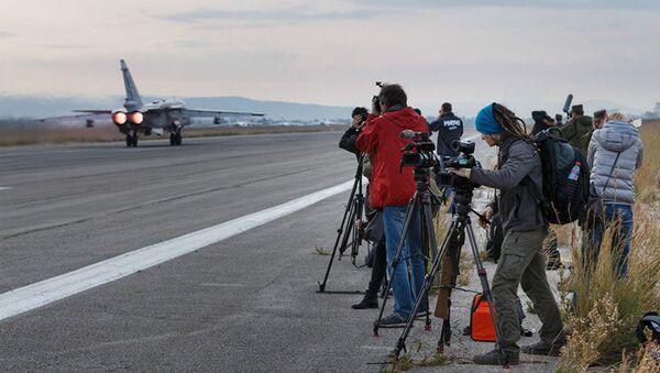 Russian and foreign media representatives at the Hmeymim airbase (Syria) - Sputnik International