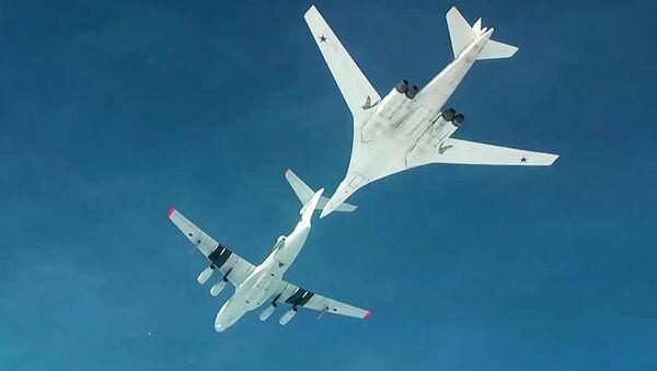 Air refueling of strategic missile-carrying aircraft Tu-160 - Sputnik International