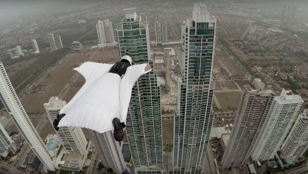 GoPro: Roberta Mancino Wingsuits Through Panama City Skyline - Sputnik International