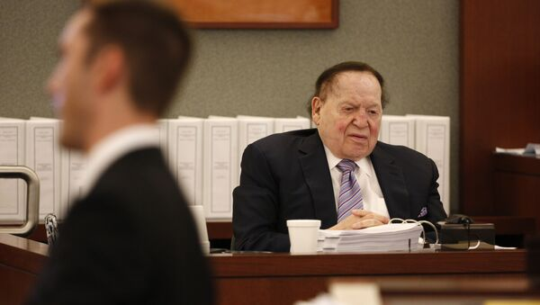 Las Vegas Sands Corp. Chairman and CEO Sheldon Adelson, right, testifies in court Monday, May 4, 2015, in Las Vegas. Steven Jacobs, former Sands Macau resort chief, is suing Sands China and Las Vegas Sands Corp. over a wrongful termination case. - Sputnik International