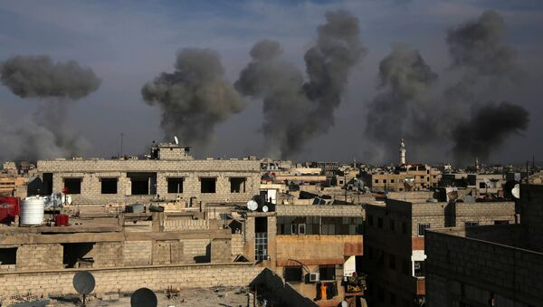 Smoke billows after air strikes by regime forces on the town of Douma in the eastern Ghouta region, a rebel stronghold east of the capital Damascus, on December 13, 2015 - Sputnik International