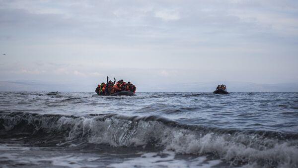 Refugees arriving by boat - Sputnik International