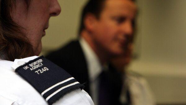 UK border agency stops illegal migrants - Sputnik International