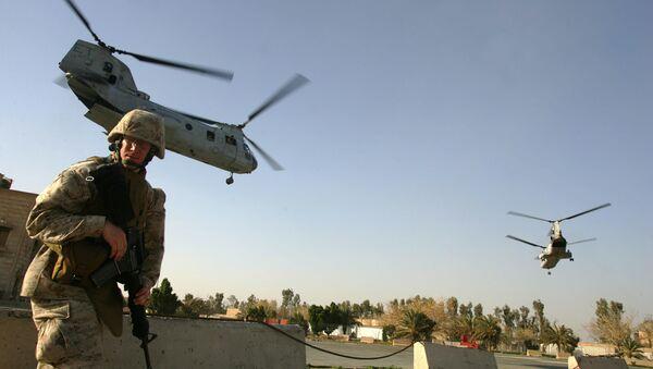 US marine ducks as CH-46 Sea Knight helicopters take off from Ramadi (File) - Sputnik International