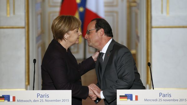 French president Francois Hollande, right, kisses German Chancellor Angela Merkel at the end of a joint press conference at the Elysee Palace, in Paris, Wednesday, Nov. 25, 2015 - Sputnik International