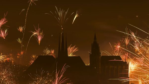 In this photo taken with long exposure, fireworks explode near the medieval Mariendom or St. Mary's Cathedral, right, and St. Severi's Church shortly after midnight during the New Year celebrations in Erfurt, central Germany, Friday, Jan. 1, 2016 - Sputnik International